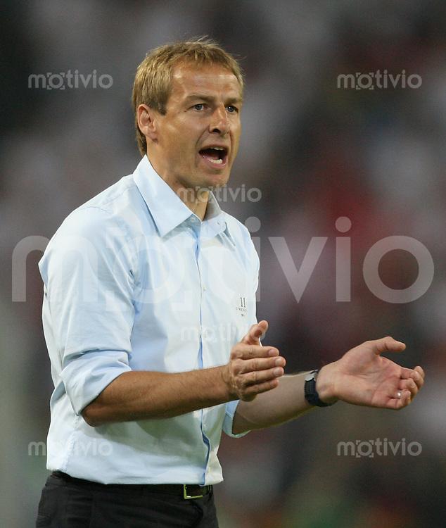 Fussball WM 2006  Gruppenspiel  Vorrunde Deutschland - Polen Bundestrainer Juergen Klinsmann applaudiert