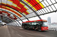 Nederland Amsterdam 2016 02 13. Het nieuwe busstation achter Centraal Station