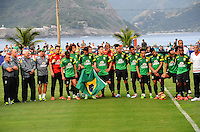 RIO DE JANEIRO, RJ, 30 DE MAIO DE 2013 -HOMENAGEM DA SELEÇÃO BRASILEIRA AO EXÉRCITO-RJ- Homenagem de agradecimento da seleção brasileira de futebol ao exército brasileiro em agradecimento a utilização da instalação para os treinos, Luiz felipe Scolari, Parreira e os jogadores entregam uma camisa ao exército. Rio de Janeiro.<br />  FOTO:MARCELO FONSECA/BRAZIL PHOTO PRESS