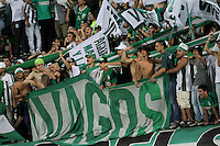 MEDELLÍN -COLOMBIA-20-12-2015. Hinchas  del Atlético Nacional  alientan a su equipo durante su encuentro contra el Junior  partido de vuelta de la final de la Liga Aguila II 2015 entre Atlético Nacional y Atlético Junior jugado en el estadio Atanasio Girardot de la ciudad de Medellín. / Fans  of Atletico Nacional cheer their team agianst of Atlético Junior during second leg match of the final of Aguila League II 2015 between Atletico Nacional and Atletico Junior played at Atanasio Girardot stadium in Medellin city. Photo: VizzorImage/ Felipe Caicedo / Staff