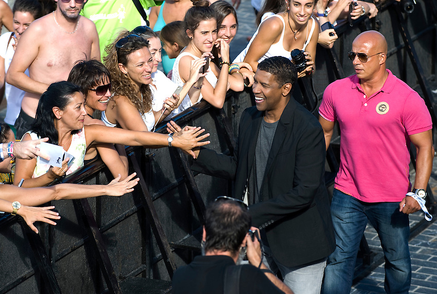 "Actor Denzel Washington greets people during a pohotocall to promote his film ""The Equalizer"" during the 62nd San Sebastian Film Festival on September 19, 2014, Basque country. (Ander Gillenea / Bostok Photo)"