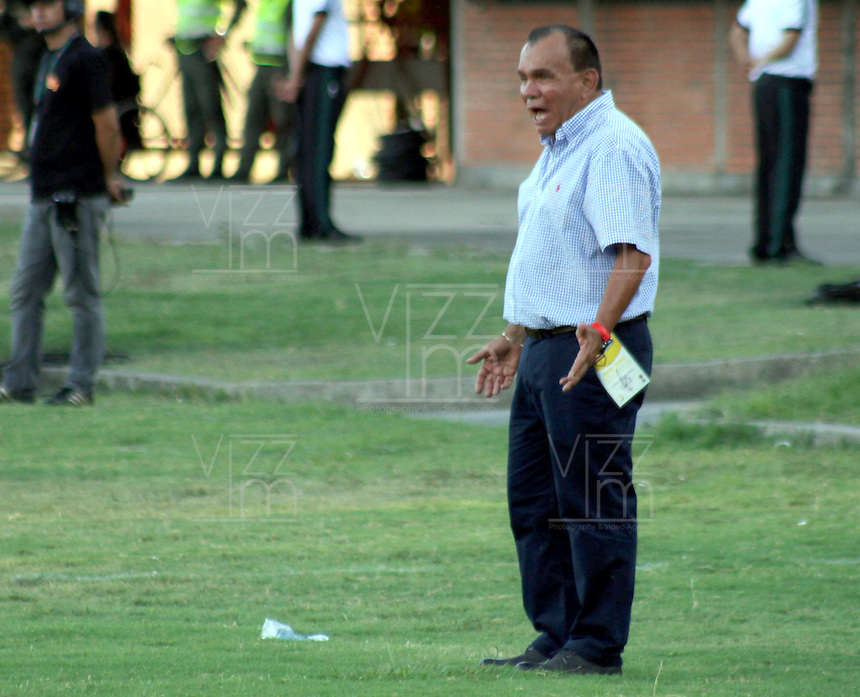 CÚCUTA -COLOMBIA, 20-09-2015.  Jorge Luis Bernal técnico de Jaguares FC gesticula durante partido contra Cúcuta Deportivo por la fecha 13 de la Liga Águila II 2015 disputado en el estadio General Santander de la ciudad de Cúcuta./  Jorge Luis Bernal coach of Jaguares FC gestures during match against Cucuta Deportivo during match for the 13th date of the Aguila League II 2015 played at the General Santander Stadium in Cucuta city. Photo: VizzorImage/Manuel Hernandez/