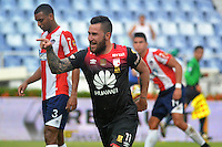 BARRANQUILLA- COLOMBIA -17-07-2016: Jonathan Gomez, jugador de Independiente Santa Fe, celebra el gol anotado al Atletico Junior, durante partido entre Atletico Junior e Independiente Santa Fe, por la fecha 4 de la Liga Aguila II-2016, jugado en el estadio Metropolitano Roberto Melendez de la ciudad de Barranquilla. / Jonathan Gomez,  player of Independiente Santa Fe,  celebrates the goal scored to Atletico Junior, during a match between Atletico Junior and Independiente Santa Fe, for the date 4 of the Liga Aguila II-2016 at the Metropolitano Roberto Melendez Stadium in Barranquilla city, Photo: VizzorImage  / Alfonso Cervantes / Cont.