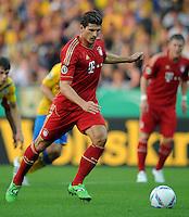 FUSSBALL   DFB POKAL   SAISON 2011/2012  1. Hauptrunde Eintracht Braunschweig - FC Bayern Muenchen   01.08.2011 Mario GOMEZ (FC Bayern Muenchen) Einzelaktion am Ball
