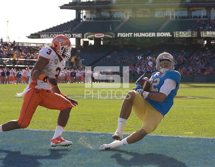 Taylor Embree of UCLA catches first touchdown pass during Kraft Bowl against Illinois at AT&T Park in San Francisco, California on December 31st, 2011.   Illinois defeated UCLA, 20-14.