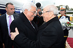 Tunisia's President Beji Caid Essebsi (R) greets his Palestinian counterpart Mahmoud Abbas upon his arrival at Tunis airport, in Tunis January 22, 2015. Photo by Thaer Ganaim