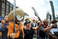 CIDAD DO MEXICO, MEXICO, 22 JULHO 2012 - PROTESTO MEXICO - Milhares de pessoas se mobilizando contra a EPN na Cidad do Mexico no Mexico, nesta segunda-feira, 22. (FOTO: ALFAQUI / BRAZIL PHOTO PRESS).