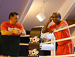 07.06.2011, Stanglwirt, Going, AUT, Wladimir Klitschko, Training, im Bild Trainer Emanuel Steward (R) und Betreuer verfolgen das Geschehen im Ringduring a training session at Hotel Stanglwirt, Going, Austria on 7/6/2011. EXPA Pictures © 2011, PhotoCredit: EXPA/ J. Groder
