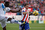 Atletico de Madrid´s Mandzukic (R) and Deportivo de la Coruña´s Sidnei during 2014-15 La Liga match between Atletico de Madrid and Deportivo de la Coruña at Vicente Calderon stadium in Madrid, Spain. November 30, 2014. (ALTERPHOTOS/Victor Blanco)