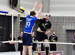 2018-02-17 / Volleybal / Seizoen 2017-2018 / Noorderkempen - Genk / Dirk Luyten plaatst de bal naast het blok van Sebastien Conings<br /> <br /> ,Foto: Mpics.be