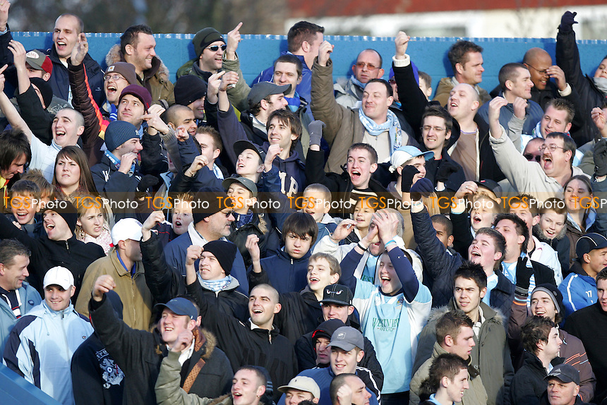 Grays Athletic Football Club Fans - 27/12/05 - MANDATORY CREDIT: Gavin Ellis/TGSPHOTO - SELF-BILLING APPLIES WHERE APPROPRIATE. NO UNPAID USE -  Tel: 0845 0946026