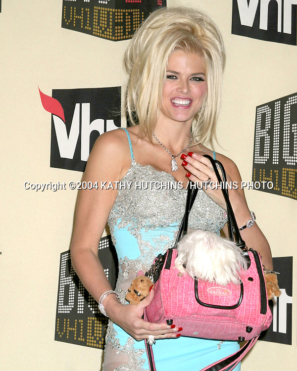©2004 KATHY HUTCHINS /HUTCHINS PHOTO.BIG IN 04 AWARD SHOW.SHIRNE AUDITORIUM.LOS ANGELES, CA.DECEMBER 1, 2004..ANNA NICOLE SMITH