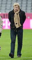 FUSSBALL   1. BUNDESLIGA  SAISON 2012/2013   15. Spieltag FC Bayern Muenchen - Borussia Dortmund     01.12.2012 Ex - FC Bayern Muenchen Torwart Oliver Kahn auf dem Spielfeld der Allianz Arena nach Spielende.