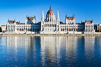 Hungary, Budapest, view from Castle District across Danube towards Parliament, UNESCO World Heritage   Ungarn, Budapest, Blick vom Budaer Burgberg ueber Donau zum Parlament, UNESCO Weltkulturerbe