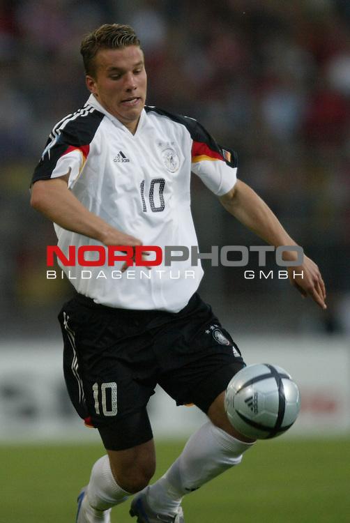 U21 - EM 2004 - Gruppe B<br /> Deutschland vs. Portugal 1:2<br /> Lukas Podolski von Deutschland.<br /> Foto &copy; nordphoto - Ruediger Lampe<br /> <br />  *** Local Caption *** Foto ist honorarpflichtig! zzgl. gesetzl. MwSt.<br />  Belegexemplar erforderlich<br /> Adresse: nordphoto<br /> Georg-Reinke-Strasse 1<br /> 49377 Vechta