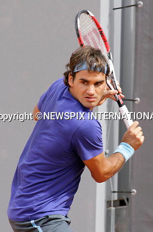 "ROGER FEDERER.prematch practice at the Mutua Madrileña Open. Madrid.Mandatory Credit Photo: ©NEWSPIX INTERNATIONAL..**ALL FEES PAYABLE TO: ""NEWSPIX INTERNATIONAL""**..IMMEDIATE CONFIRMATION OF USAGE REQUIRED:.Newspix International, 31 Chinnery Hill, Bishop's Stortford, ENGLAND CM23 3PS.Tel:+441279 324672  ; Fax: +441279656877.Mobile:  07775681153.e-mail: info@newspixinternational.co.uk"