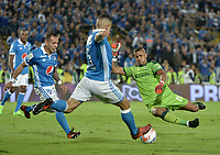 BOGOTA - COLOMBIA, 29-11-2017: Juan Guillermo Dominguez (Izq) y Andres Cadavid (C) jugadores de Millonarios disputan el balón con Cristian Bonilla (Der) arquero de La Equidad durante partido por los cuartos de final vuelta de la Liga Aguila II 2017 jugado en el estadio Nemesio Camacho El Campin de la ciudad de Bogota. / Juan Guillermo Dominguez (L)  and Andres Cadavid (C) players of Millonarios fight for the ball with Cristian Bonilla (R) goalkeeper of La Equidad during second leg match for the quarterfinals of the Liga Aguila II 2017 played at the Nemesio Camacho El Campin Stadium in Bogota city. Photo: VizzorImage / Gabriel Aponte / Staff.