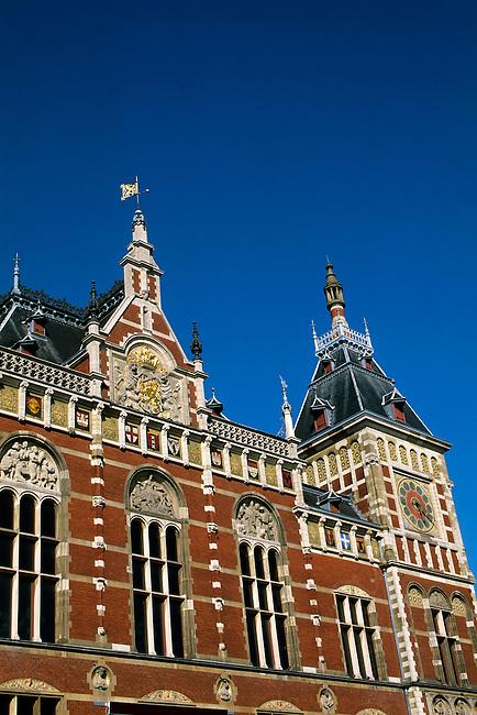 NETHERLANDS, HOLLAND, AMSTERDAM, CENTRAL STATION, ARCHITECTURAL DETAIL , K6