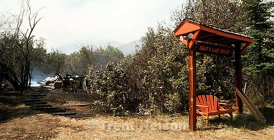 &quot;Shaw's Last Resort&quot; sign and home burned in Midway fire.<br />