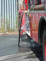 Rio de Janeiro (RJ) 08.09.2012. Condominio/Fogo Vegeta&ccedil;&atilde;o.<br />- Fogo em vegeta&ccedil;&atilde;o no Condominio Nova Valqueire em Vila Valqueire,Zona Oeste do Rio. Onde no terreno pegou fogo na vegeta&ccedil;&atilde;o proximo as resid&ecirc;ncias. Bombeiros do 8&ordm;GBM de Campinho foi chamado no local. N&atilde;o houve danos a resid&ecirc;ncias. Foto:ARION MARINHO/ BRAZIL PHOTO PRESS.