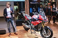SÃO PAULO, SP, 06.10.2015 - DUAS-RODAS - BMW durante abertura para imprensa no Salão Duas Rodas no Anhembi região norte da cidade de São Paulo nesta terça-feira, 06. (Foto: Vanessa Carvalho/Brazil Photo Press)
