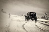 fecha:04-12-2010 Intenso frio, nieve congelada. Carretera Pedrafita a Sarria, a la altura de O Cebreiro. La ventisca y el frio congelan la LU-633. foto:EFE/eliseo trigo