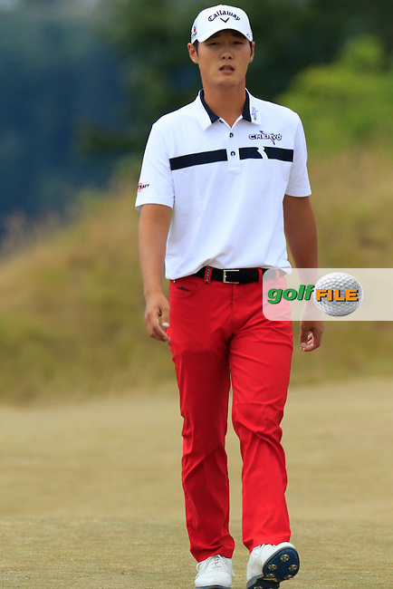 Danny Lee (NZL) walks onto the 4th tee during Thursday's Round 1 of the 2015 U.S. Open 115th National Championship held at Chambers Bay, Seattle, Washington, USA. 6/18/2015.<br /> Picture: Golffile | Eoin Clarke<br /> <br /> <br /> <br /> <br /> All photo usage must carry mandatory copyright credit (&copy; Golffile | Eoin Clarke)