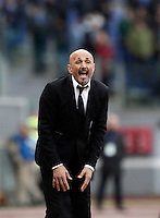 Roma&rsquo;s coach Luciano Spalletti shouts to his players during the Italian Serie A football match between Roma and Napoli at Rome's Olympic stadium, 4 March 2017. <br /> UPDATE IMAGES PRESS/Isabella Bonotto