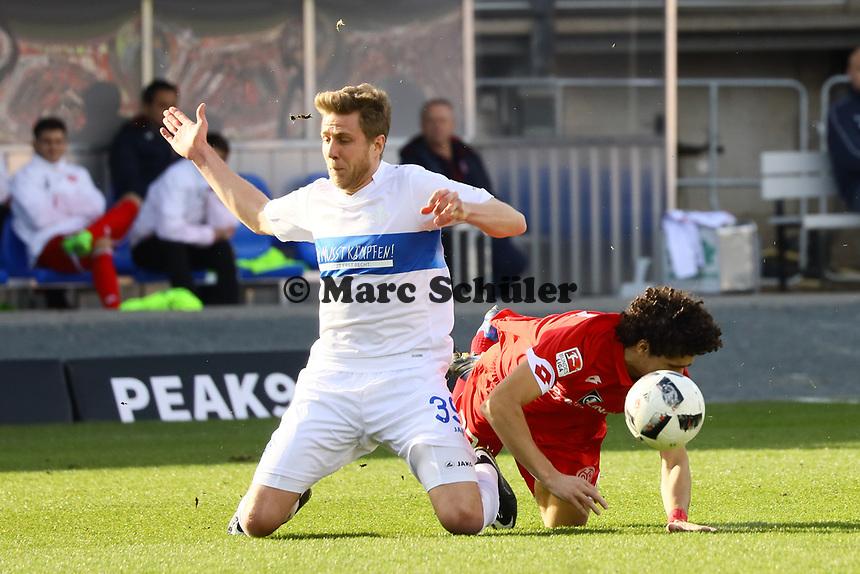 Sven Schipplock (SV Darmstadt 98) gegen Andre Ramalho (1. FSV Mainz 05)- 11.03.2017: SV Darmstadt 98 vs. 1. FSV Mainz 05, Johnny Heimes Stadion am Boellenfalltor