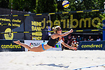 01.08.2020, Düsseldorf / Duesseldorf, Merkur Spiel-Arena<br /> Beachvolleyball, comdirect Beach Tour<br /> Top Teams<br /> Kim Behrens / Cinja Tillmann vs. Tanja Hüberli / Hueberli / Isabel Schneider <br /> <br /> Abwehr Kim Behrens <br /> <br />   Foto © nordphoto / Kurth