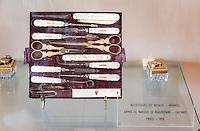 France, Provence-Alpes-Côte d'Azur, Grasse: dressing-case at Perfume-Museum of Perfumery Fragonard | Frankreich, Provence-Alpes-Côte d'Azur, Grasse: Reisenecessaire im Parfuem-Museum der Parfumerie Fragonard
