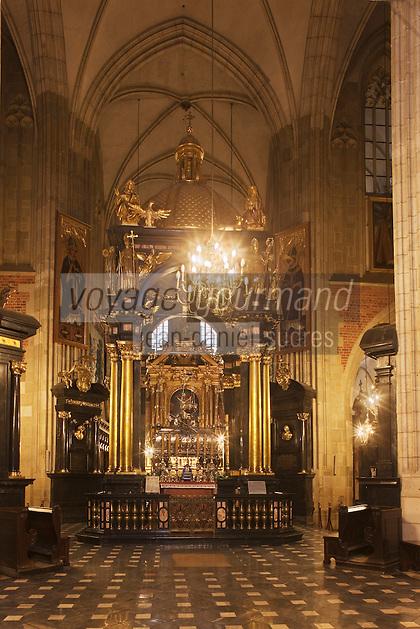 Europe/Voïvodie de Petite-Pologne/Cracovie:    la cathédrale du Wawel, Mausolée de Saint Stanislas, Saint Patron de la Pologne - Vieille ville (Stare Miasto) classée Patrimoine Mondial de l'UNESCO,