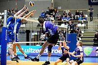 GRONINGEN - Volleybal, Lycurgus - VoCASA, Eredivisie, seizoen 2018-2019, 26-01-2019, /VoCASA speler Bas van Bemmelen laat de bal over het blok
