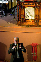 South America, Argentina, Almirante Brown, Adrogue, Evangelism - Pastor Eduardo Lorenzo Senior Pastor of Cristo para Todos (Christ for All) Church, July 2006, &copy;Stephen Blake Farrington<br />