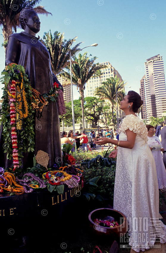 "At statue of Queen Liliuokalani, observance of 100th anniversary of overthrow of the Hawaiian monarchy/""Onipa'a;"" Iolani Palace, Honolulu, Hawaii.1-17-93"