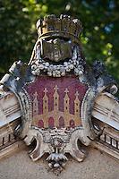 Europe/France/Midi-Pyrénées/46/Lot/Cahors: La Fontaine Clément Marot construite en 1895  Détail  emblème de la ville de Cahors représentant le Pont Vieux détruit au moyen age