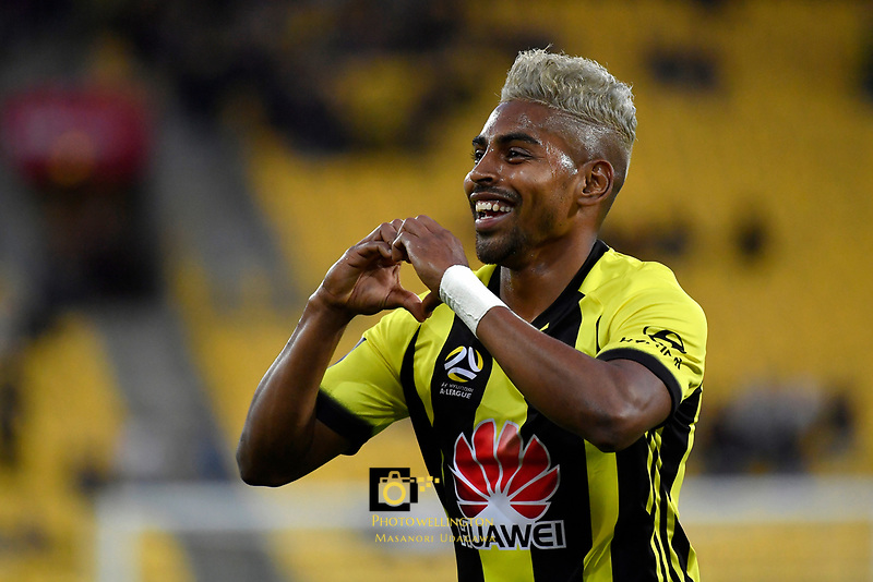 Wellington Phoenix&rsquo; Roy Krishna in action during the A League - Wellington Phoenix v Brisbane Roar FC at Westpac Stadium, Wellington, New Zealand on Saturday 28 October.<br /> Photo by Masanori Udagawa. <br /> www.photowellington.photoshelter.com