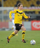 Fussball, 2. Bundesliga, Saison 2011/12, SG Dynamo Dresden - MSV Duisburg, Freitag (24.02.12), gluecksgas Stadion, Dresden. Dresdens David Solga am Ball.
