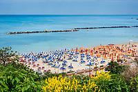 Italien, Marken, Provinz Pesaro und Urbino, Gabicce Mare: Badeort an der adriatischen Riviera, direkt suedlich von Cattolica (Emilia-Romagna) | Italy, Marche, Province of Pesaro and Urbino, Gabicce Mare: beach resort at the Adriatic Riviera, south of Cattolica (Emilia-Romagna)