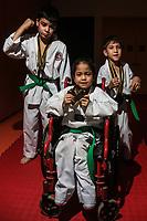 Karate Crit .<br /> Ni&ntilde;os que pertenecen al Crit, visten con trajes de Karate y sus medallas de que ganaron es este deporte.