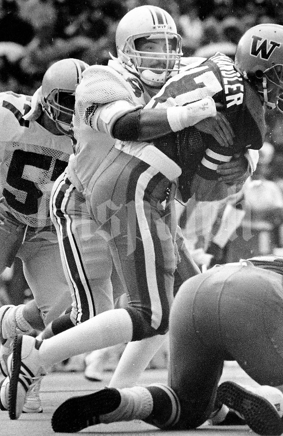 Ohio State's Chris Spielman wraps up Chandler in the Washington game in 1986. Dispatch photo by Jeff Hinckley