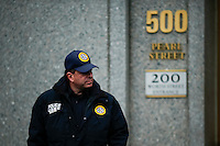 A U.S. police USMS officer stands guar outside of the U.S. Federal Court (C) where two relatives of Venezuelan President Nicolás Maduro, Efraín Antonio Campo and Francisco Flores were scheduled to go before a federal judge in New York. 11.12.2015.  Eduardo MunozAlvarez/VIEWpress.