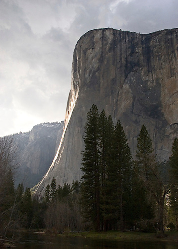 THE GRANITE FACED EL CAPITAN GLISTENS AS THE SUN SETS IN YOSEMITE VALLEY AT YOSEMITE NATIONAL PARK, CALIFORNIA