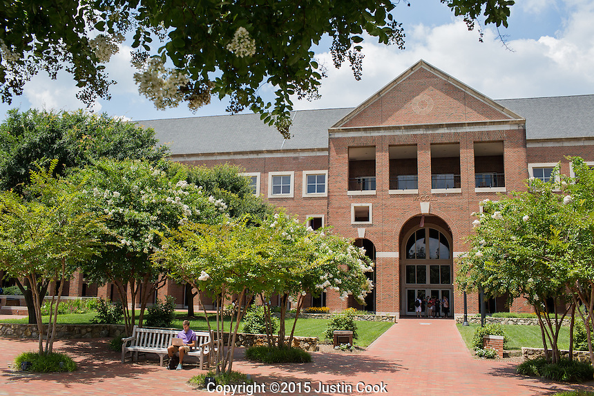 The McColl Building at the Kenan-Flagler Business School at The University of North Carolina at Chapel Hill in Chapel Hill, NC on Friday, July 24, 2015. (Justin Cook for The Wall Street Journal)<br /> <br /> Story Summary: Students are showing up early on business-school campuses, even when they don&rsquo;t have to. At schools like UNC Chapel-Hill&rsquo;s Kenan-Flagler Business School and NYU Stern, summer sessions&mdash;intended to get students without business backgrounds up to speed before the semester begins&mdash;are growing in popularity as even finance whizzes say they don&rsquo;t want to miss the chance to polish their job-search plans and socialize with their new classmates.