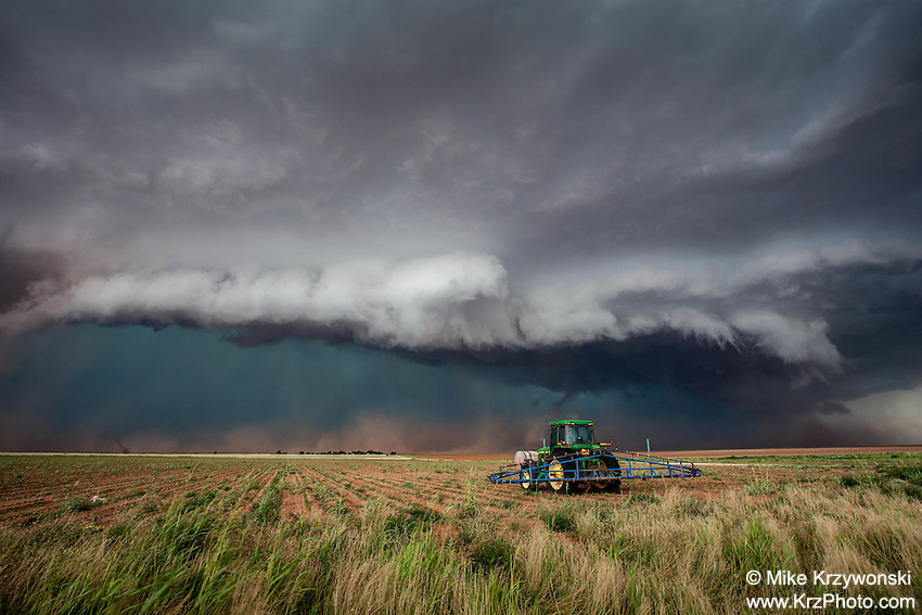 Shelf cloud from a dusty severe thunderstorm behind a tractor in Morton, TX