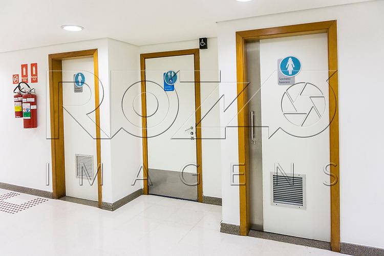 Banheiros masculino, feminino e acessível , São Paulo - SP, 04/2017.
