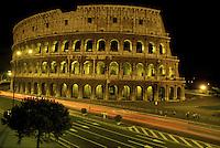 Il Colosseo di notte Roma.The night view of Colosseum in Rome