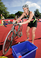22 JUL 2007 - LONDON, UK - Jodie Swallow - Corus Elite Triathlon Series. (PHOTO (C) NIGEL FARROW)