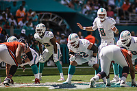 MIAMI, FL, 14.10.2018 – MIAMI DOLPHINS-CHICAGO BEARS – Quarterback Osweiler do Miami Dolphins (8), durante partida válida pela semana 6 da temporada regular da NFL, no Hard Rock Stadium, na tarde deste sábado (14). (Foto: Jayson Braga / Brazil Photo Press)