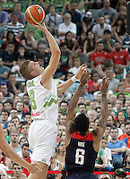 Slovenia's Edo Muric (l) and USA's Derrick Rose during 2014 FIBA Basketball World Cup Quarter-Finals match.September 9,2014.(ALTERPHOTOS/Acero)